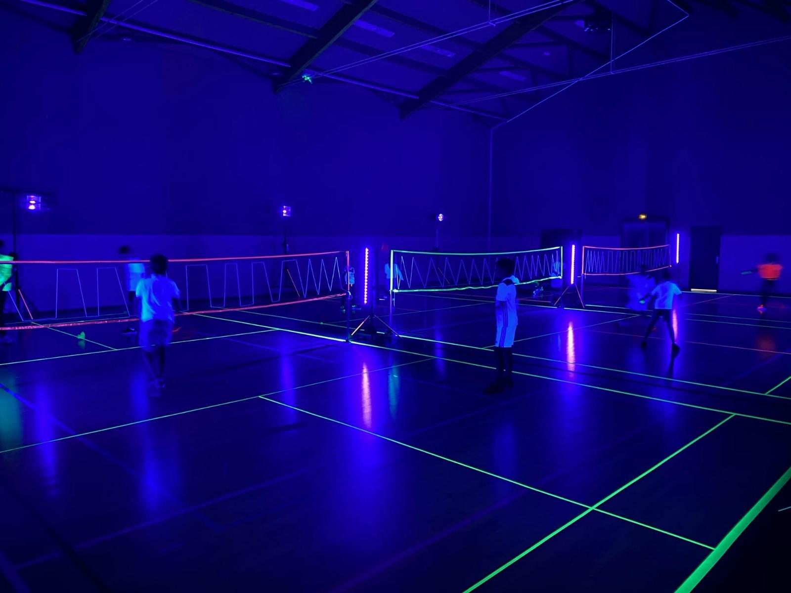 Lumière noire pour évènement sportif : black gun et barre led UV