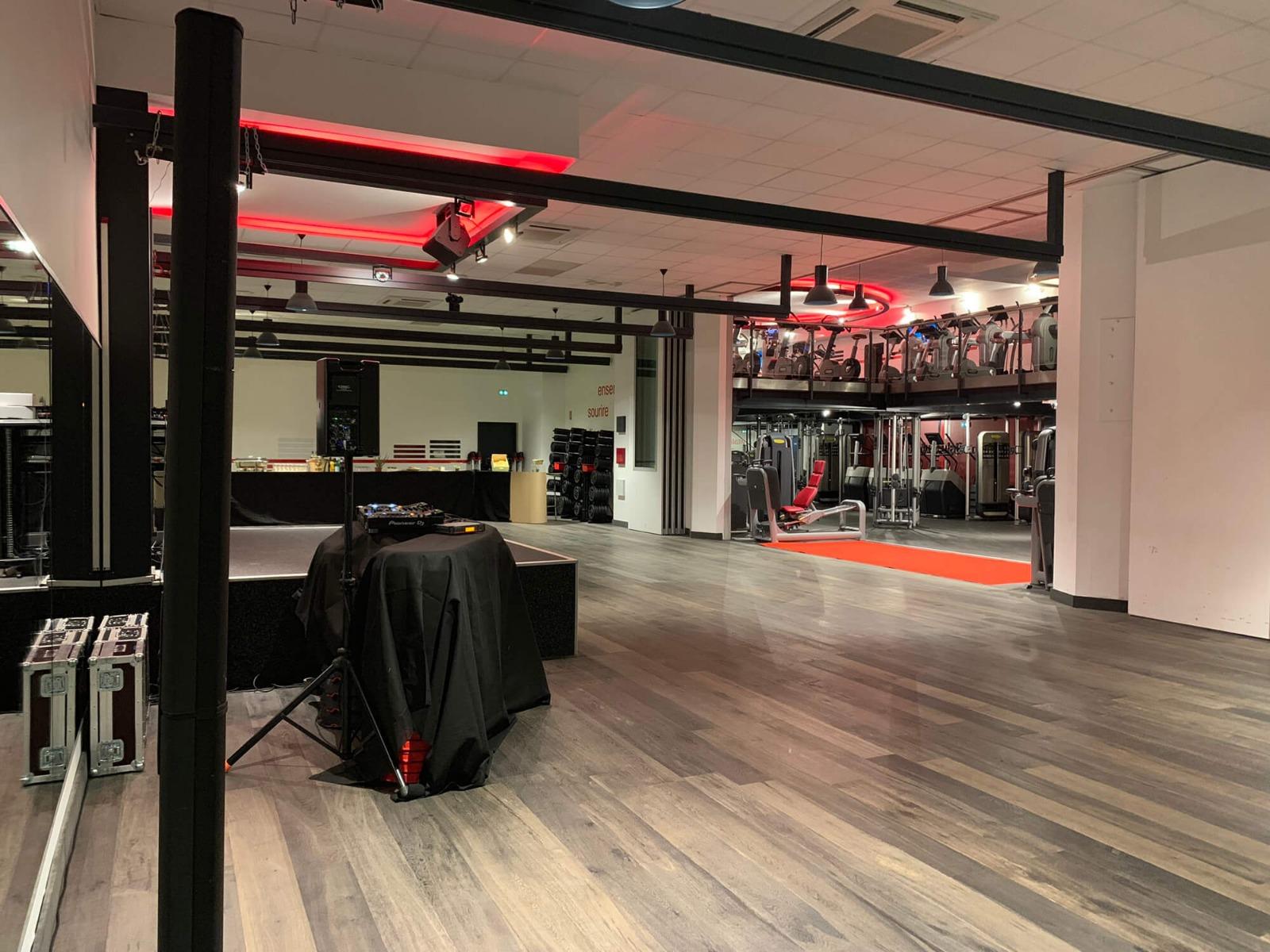 Installation son, lumière salle de fitness