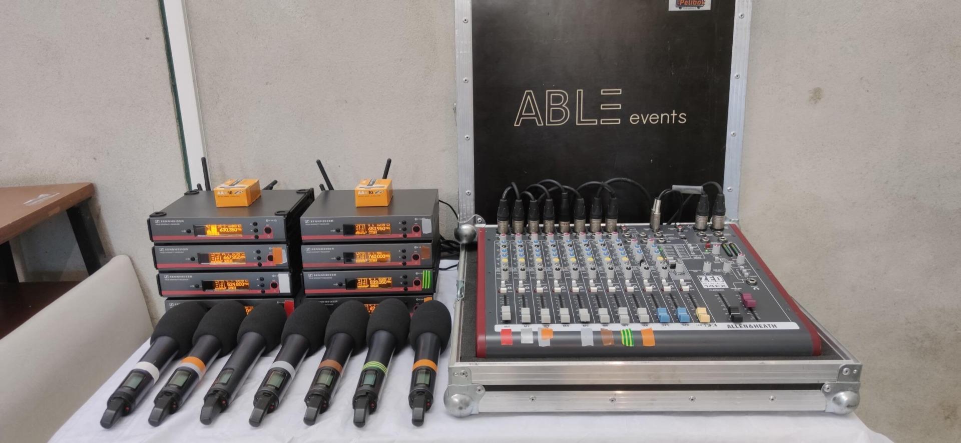 Location console de mixage et location microphones main pour conférence
