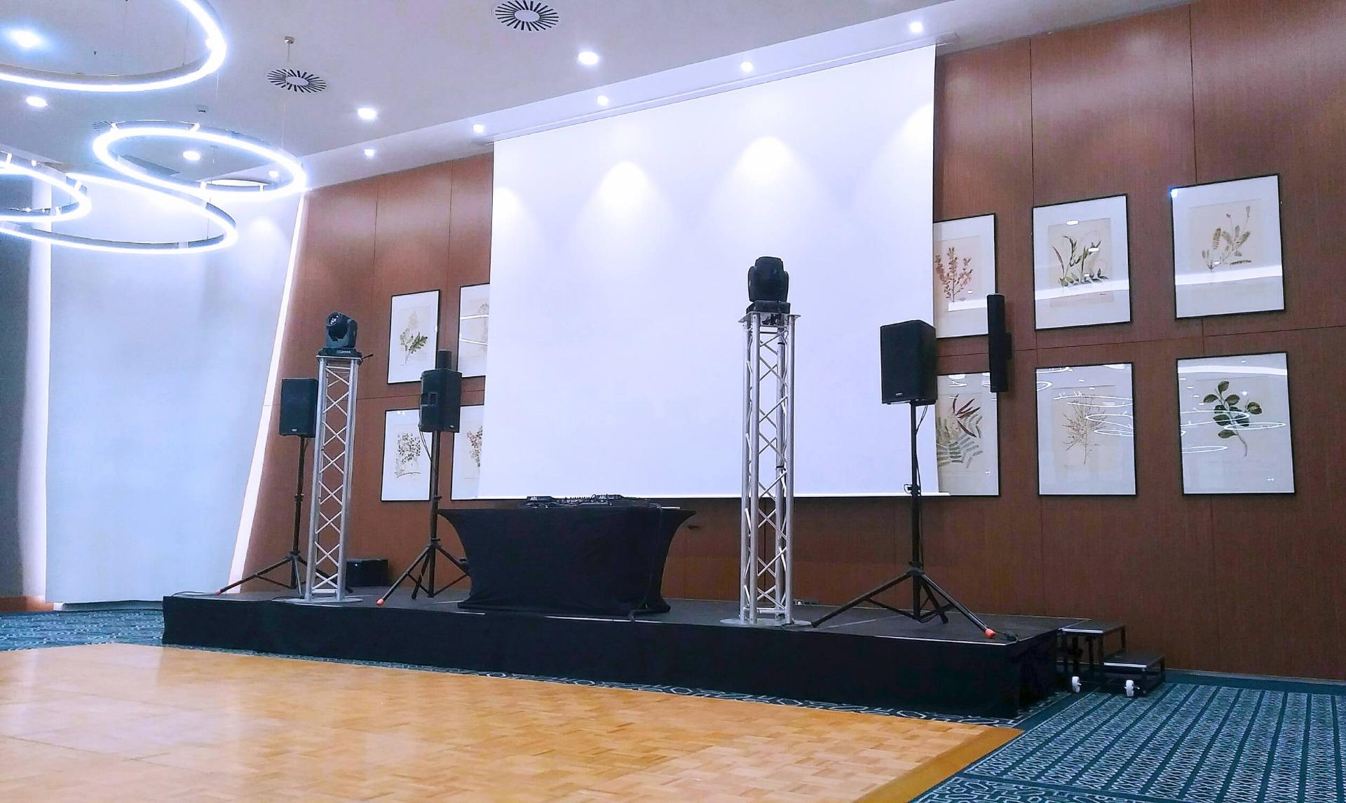 Prestation évènementielle son, lumière dans une salle de réception à l'Hôtel Dieu