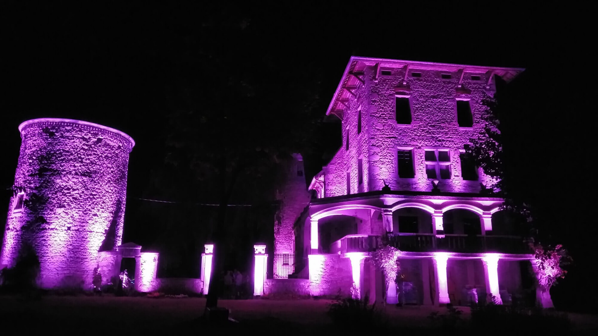 Eclairage architectural d'un château pour un mariage